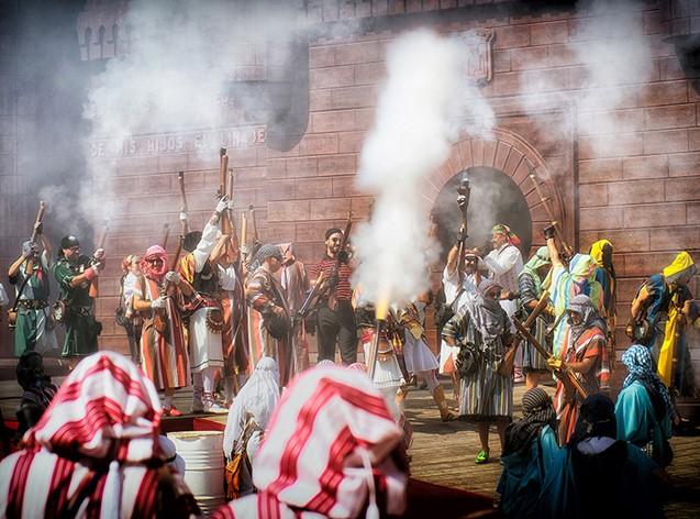 Representación durante la Fiesta de Moros y Cristianos de la localidad de Ontinyent